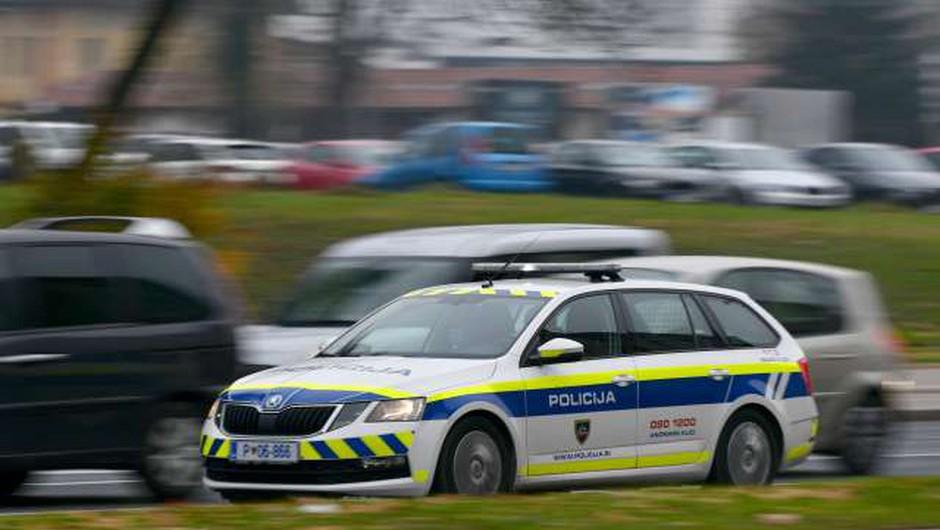 22-letnik dva strela sprožil tudi proti policistom (foto: Tamino Petelinšek/STA)