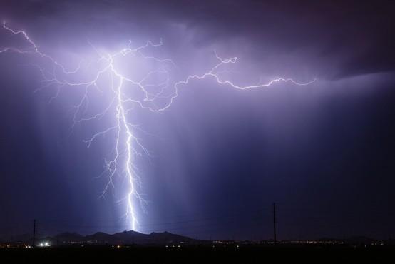 Z ročnimi laserji bi lahko preusmerjali strele in preprečevali požare