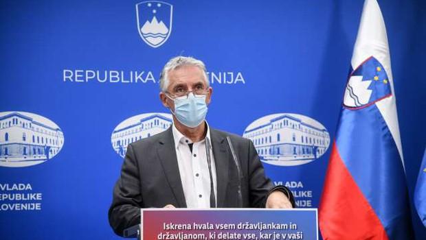 Gantar: Za sproščanje ukrepov bo dovolj en pogoj, prvi je manj kot 1350 novih okužb; IJS: To se lahko zgodi 19. decembra (foto: Nebojša Tejić/STA)