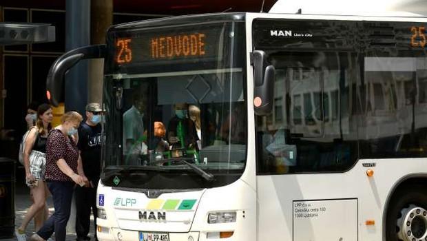 Vlada začasno ustavila promet, odlok začne veljati v ponedeljek (foto: STA/Tamino Petelinšek)