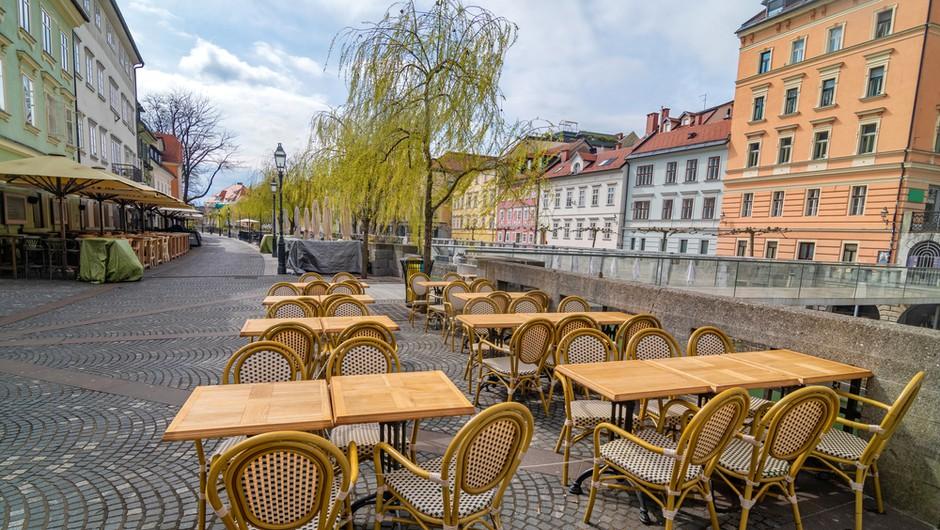 V petek so v Sloveniji potrdili 1731 okuženih in 41 umrlih (foto: Shutterstock)
