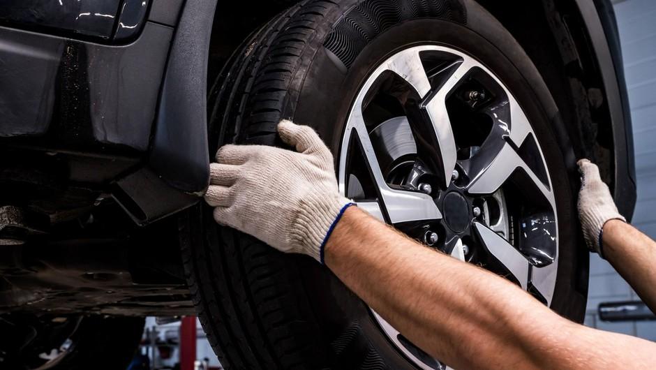 Koledar opozarja: ne pozabite na zimsko opremo vašega avtomobila (foto: profimedia)