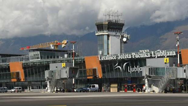 Na ljubljanskem letališču je začela delovati točka za testiranje na covid-19 (foto: Tamino Petelinšek/STA)