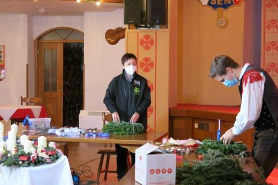 Okrasje za slovensko božično okrasitev Vatikana izdeluje okoli 300 ljudi