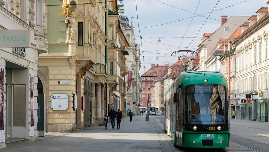 V Avstriji se zaradi epidemije danes začenja tritedensko popolno zaprtje države (foto: Shutterstock)