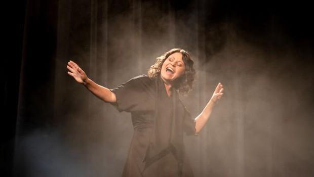 Anja Strajnar s singlom in videospotom Notranji kres (o notranjem ognju slehernika) (foto: Ajda Martinčič)