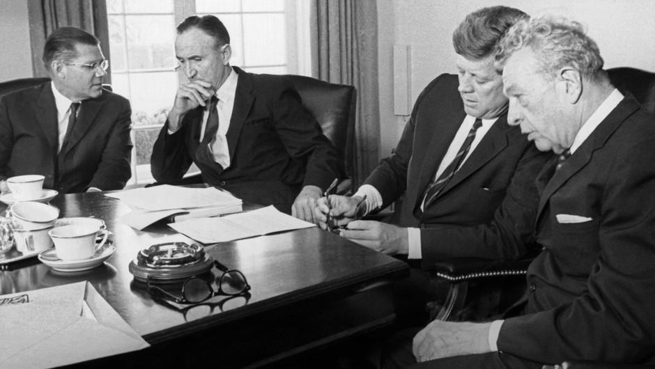 Prvo poročilo o podnebnih spremembah prvič na mizi politikov kmalu po atentatu J. F. Kennedyja (foto: profimedia)