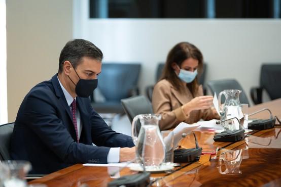 Po napovedih premierja Sancheza naj bi v Španiji do sredine leta 2021 cepili večino ljudi