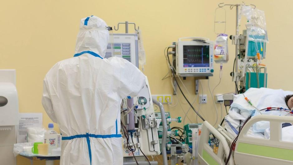 V Slovenije umrlo več kot tisoč covidnih bolnikov, največ starejših nad 85 let (foto: profimedia)