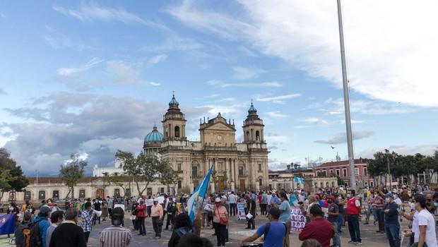 Gvatemala: protestniki, ogorčeni zaradi sprejetega proračuna, zažgali del kongresne stavbe (foto: profimedia)