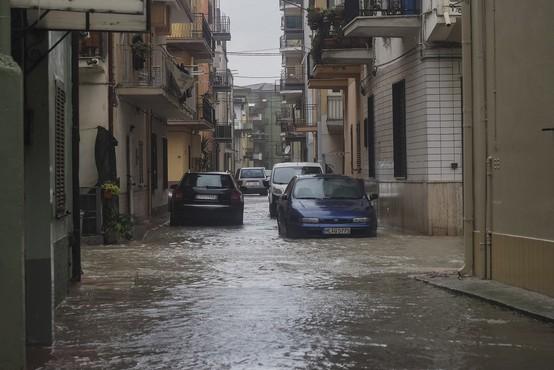 Močno deževje povzročilo hude poplave na jugu Italije