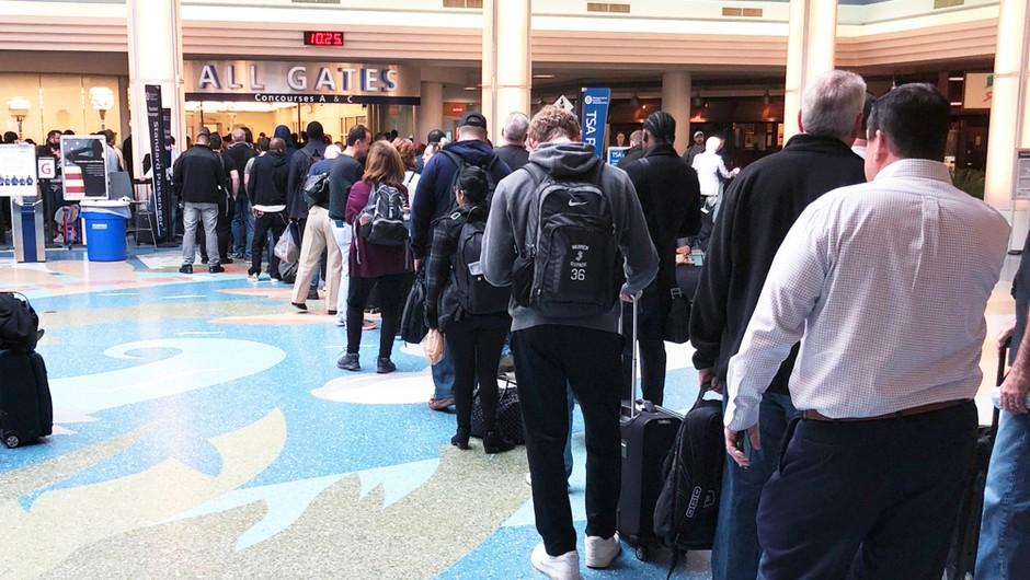 V ZDA bojazen, da se bo zaradi potovanj za zahvalni dan še povečalo število okužb (foto: Shutterstock)