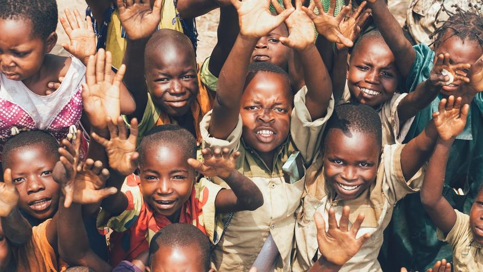 """Unicef se pripravlja na """"mamutsko operacijo:"""" Cepivo proti covidu-19 bo dostavil 2 milijardama najrevnejših prebivalcev (foto: Shutterstock)"""