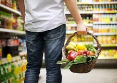 Zdrava prehrana pomembna za imunski sistem, najbolje lokalna in sveža; NIJZ: Sedaj ni čas za diete