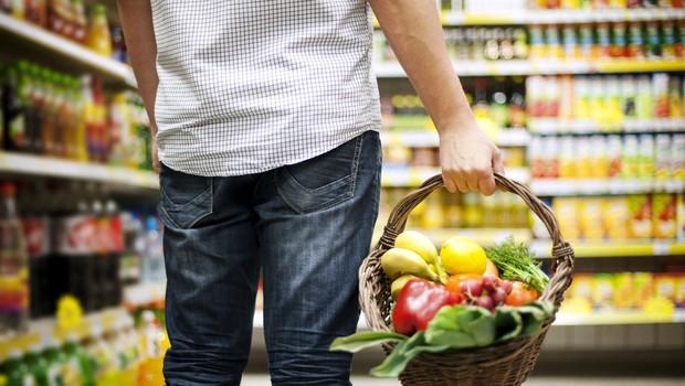 Zdrava prehrana pomembna za imunski sistem, najbolje lokalna in sveža; NIJZ: Sedaj ni čas za diete (foto: Shutterstock)