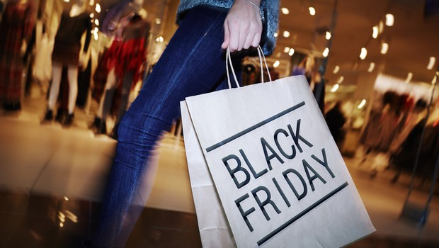 Letošnji črni petek (Black Friday) potrošniki manj zapravljivi kot v preteklih letih (foto: Shutterstock)