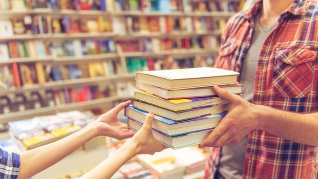 Kultura v času epidemije vse bolj dostopna na spletu (nasveti kako do knjig, filmov, koncertov, predstav) (foto: Shutterstock)