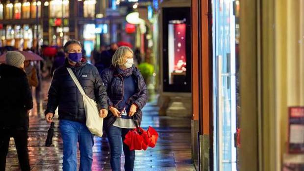 V Avstriji sredi novembra več okuženih s koronavirusom, kot kažejo statistike (foto: Xinhua/STA)