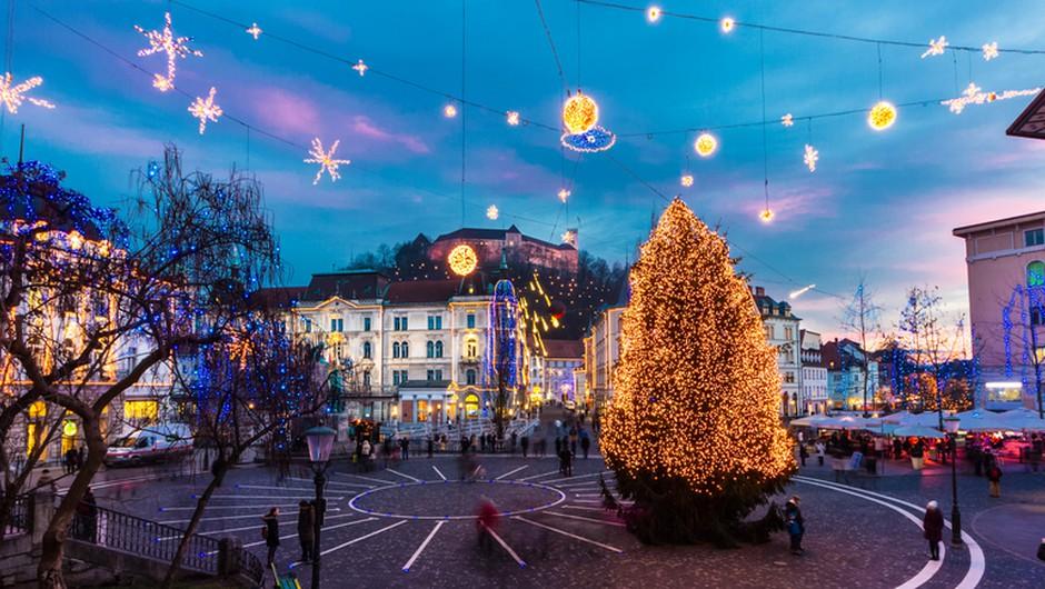 V Ljubljani v petek prižgejo praznične lučke, a brez obiskovalcev, decembra ne bo koncertov, pod vprašajem vse prireditve (foto: Shutterstock)