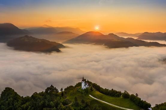 Kakovost zraka letošnjo jesen slabša od lanske, najslabše je v dolinah in kotlinah, kjer se večino dneva zadržuje megla