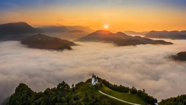 Kakovost zraka letošnjo jesen slabša od lanske, najslabše je v dolinah in kotlinah, kjer se večino dneva zadržuje megla (foto: Shutterstock)