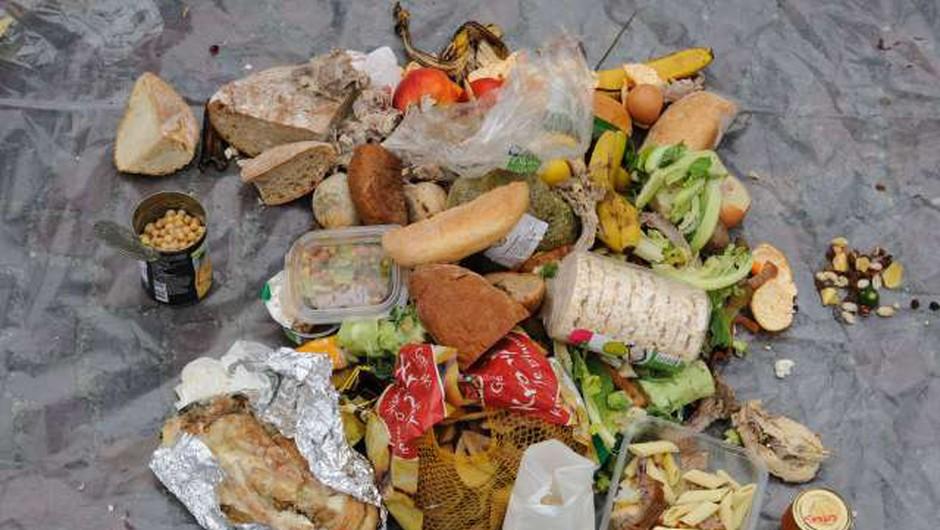 Prebivalec Slovenije je lani zavrgel povprečno 1,3 kilograma hrane na teden (foto: Nebojša Tejić/STA)