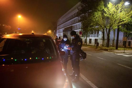 Policija zavrača očitke, da so na petkovem protestu ukrepali preostro