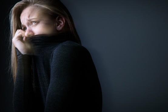 Zaradi pandemije se veliko mladih bori z anksioznostjo in tesnobo