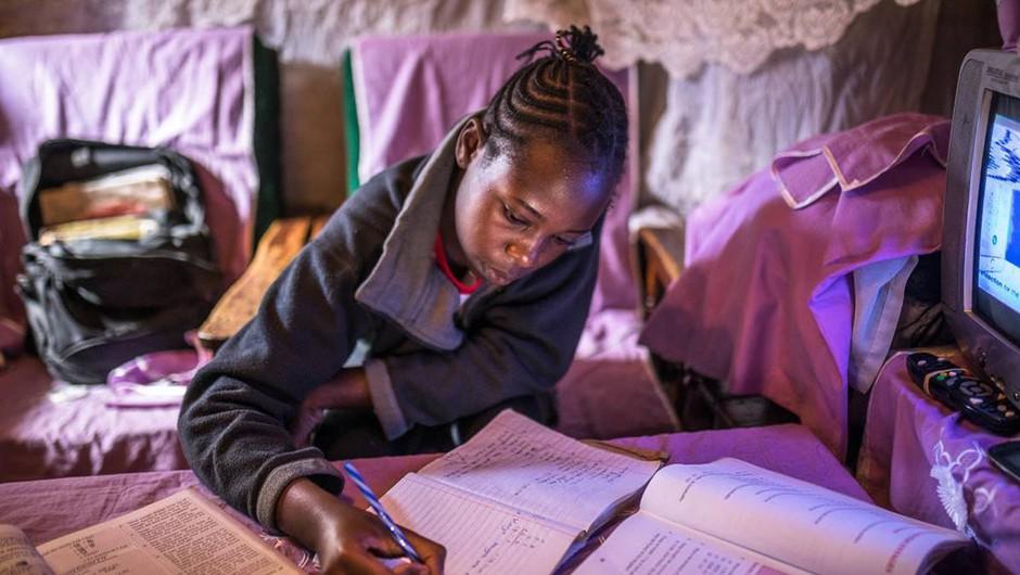 Dve tretjini otrok na svetu doma nima dostopa do interneta (foto: UNICEF/Otien)