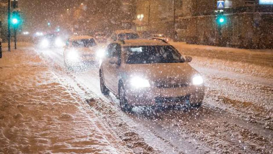 Sredina snežna pošiljka bo obilna, policisti pozivajo k previdnosti (foto: Bor Slana/STA)