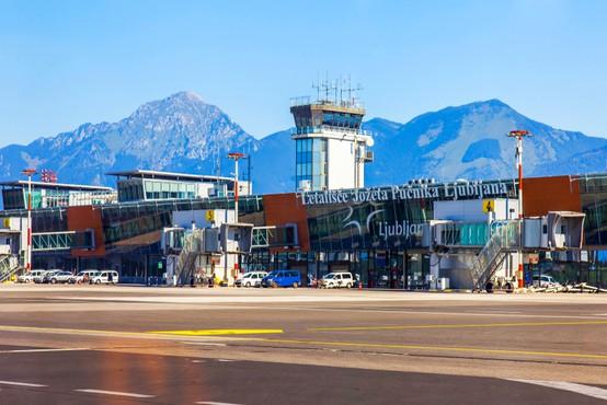 Mednarodne lete v Slovenijo opravljajo le še trije prevozniki, ostali prestavljajo datum povratka na ljubljansko letališče