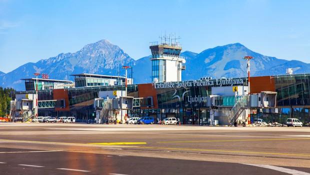 Mednarodne lete v Slovenijo opravljajo le še trije prevozniki, ostali prestavljajo datum povratka na ljubljansko letališče (foto: Shutterstock)