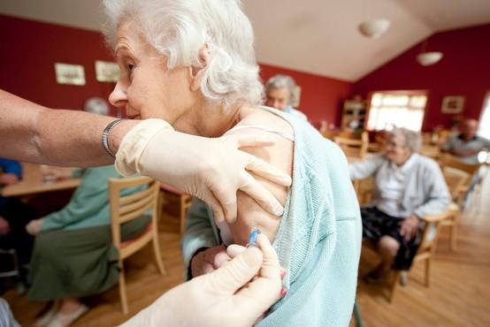 Dileme glede cepljenja: bo to postalo obvezno ali ostalo prostovoljno?