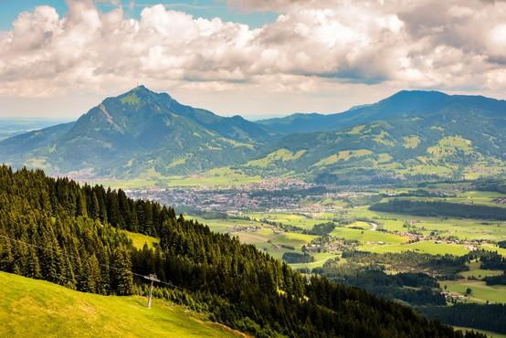 V Alpah na jugu Nemčije brez sledu izginil dva metra visok lesen kip penisa