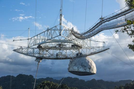 V Portoriku se je zrušil znameniti vesoljski radijski observatorij Arecibo