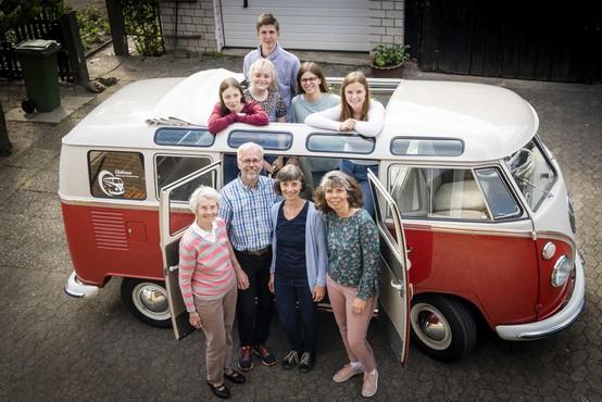 70 let Volkswagen Transporterja ali več kot 13 milijonov avtomobilskih ljubezenskih zgodb