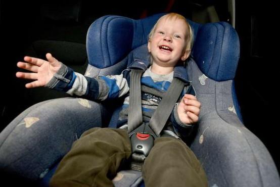 AMZS za dva od 18 otroških varnostnih sedežev odsvetuje nakup