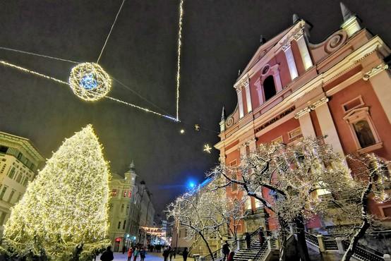 Lepa je bela Ljubljana - sprehod po prazničnem in zasneženem mestu