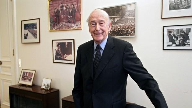 Za posledicamu covida-19 umrl nekdanji francoski predsednik Giscard d'Estaing (foto: Profimedia)