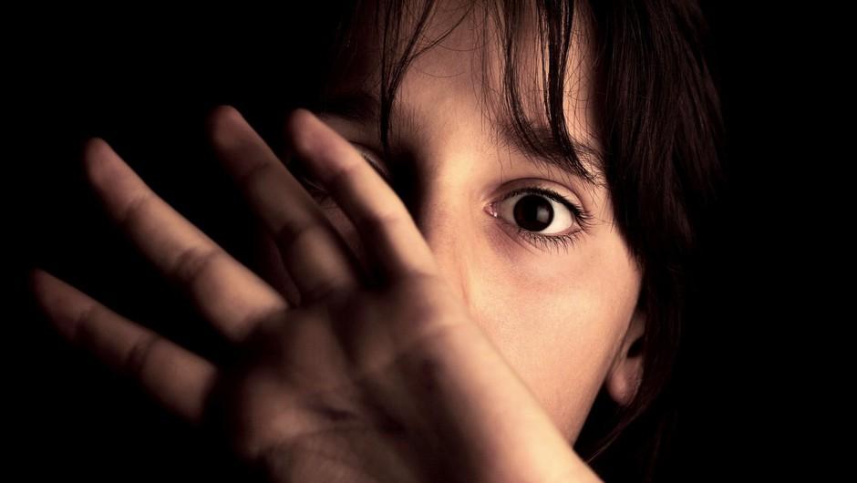 Bodo storilci spolnih zlorab otrok kmalu lahko neovirano delili posnetke zlorab? (foto: profimedia)
