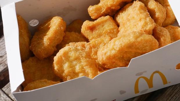 Ko so izvedeli, kako v McDonaldsu zares pripravljajo popularne nuggetse, niso bili navdušeni! (foto: profimedia)