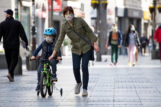 Največ kršitev ukrepov zaradi nepravilnega nošenja mask, pristojni pozivajo, naj se v prazničnem času ne družimo