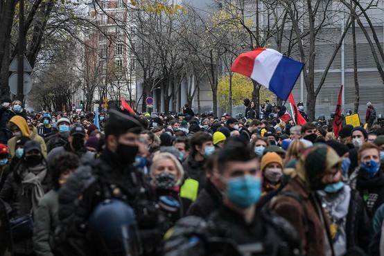 Pariški protest proti policijskemu nasilju se je končal z izgredi in uničevanjem