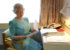 V Veliki Britaniji odobrili cepivo, med prvimi se bosta cepila kraljica Elizabeta in princ Philip