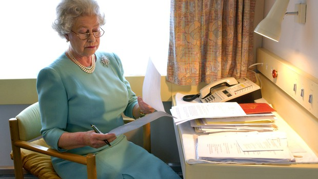 V Veliki Britaniji odobrili cepivo, med prvimi se bosta cepila kraljica Elizabeta in princ Philip (foto: profimedia)