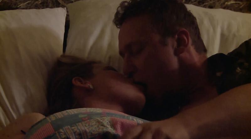 Zmenek Damjana in Barbare se je končal v postelji z vročimi poljubi.