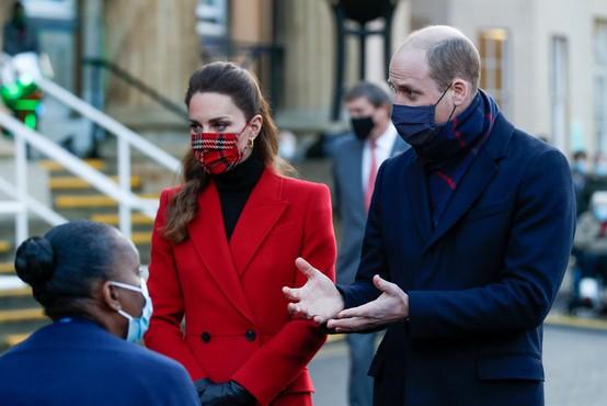 Potovanje princa Williama in Katedviga precej prahu, na Škotskem in v Walesu doživela hladen sprejem