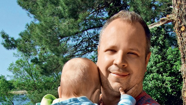 """Mark Žitnik o mavrični družini: """"Sinu na enak način namažem evrokrem na kruh."""" (foto: Revija Story)"""