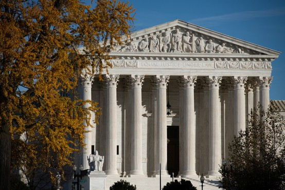Ameriško vrhovno sodišče zavrnilo tožbo Teksasa, da v štirih državah pripiše zmago Trumpu