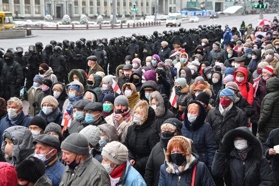 Belorusi ne popuščajo in so se 18. nedeljo zapored odpravili na ulico